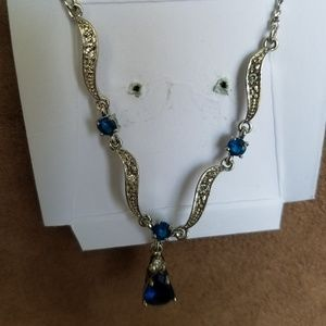 EUC Avon Blue Necklace